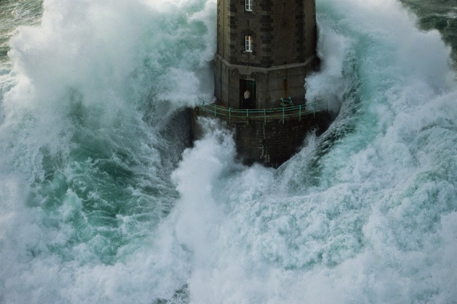 8e346-lighthouse-in-the-storm1